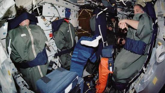 航天员睡觉训练