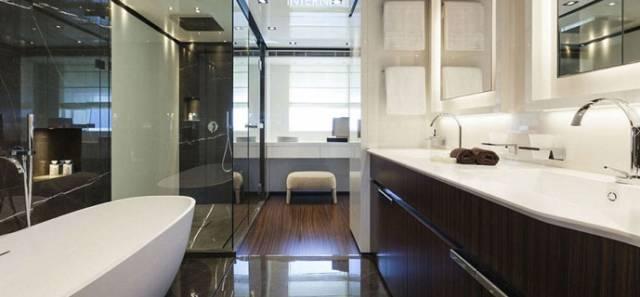 Baglietto 46m Superfast双门浴室