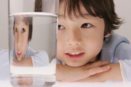 孩子喝水_福能空气水