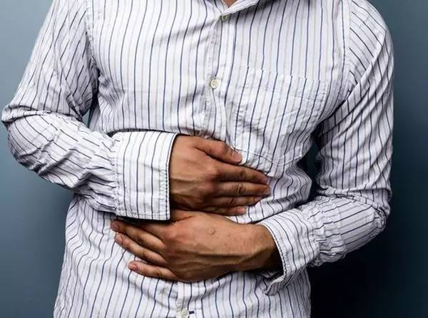 冰水会导致肠胃消化不良