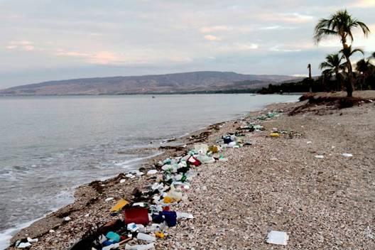 饮用水受到了塑料污染