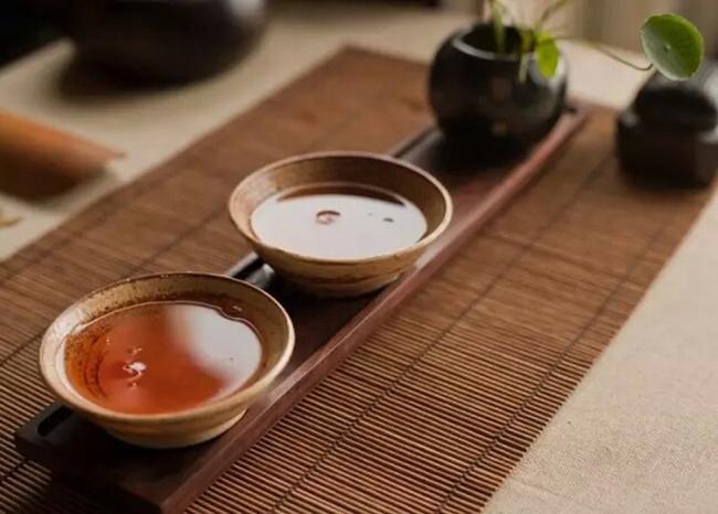 寒夜客来茶当酒,竹炉汤沸火初红