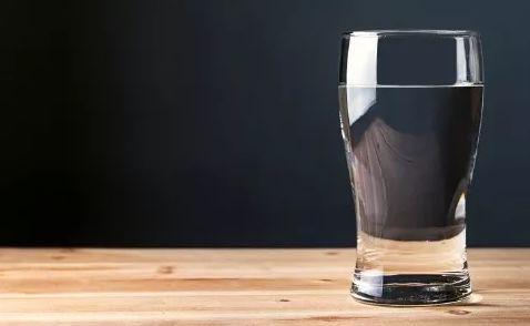吃饭喝水影响消化吗?