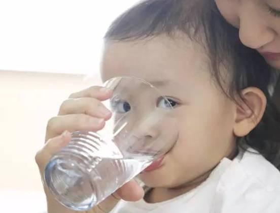 婴儿适合喝纯净水