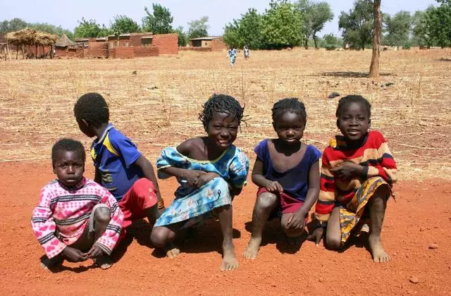 非洲缺水地区儿童