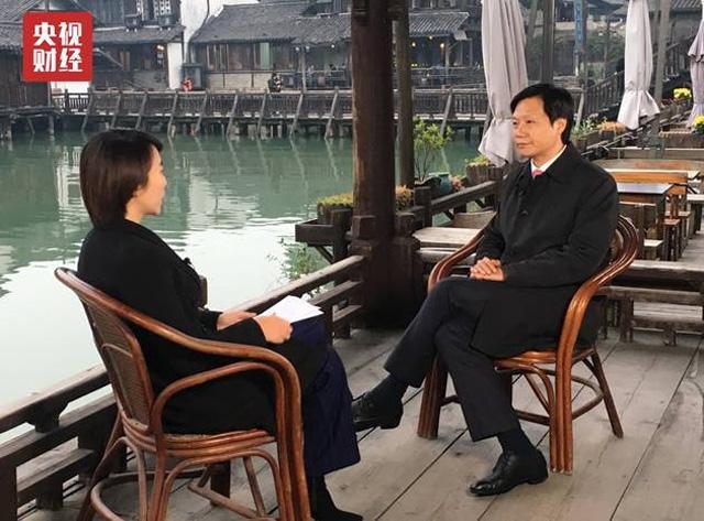 """雷军接受央视财经采访表示比马云早提出""""新零售"""""""