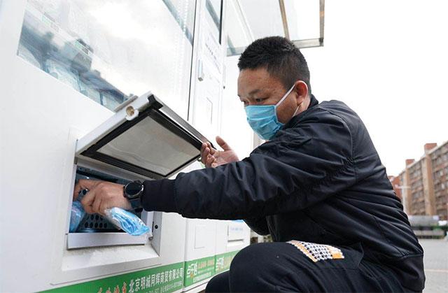 自动售货机可以实现通过非接触的方式购买口罩