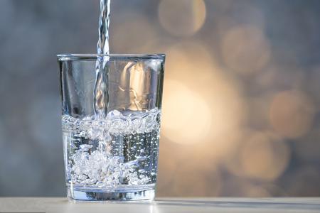 吃饭喝水影响消化?福能达空气制水机为你科学揭秘!