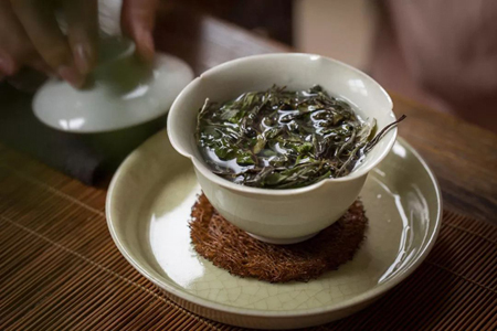 泡茶用什么水好?福能达茶吧机开启泡茶新模式