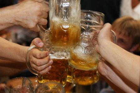 饮酒对中年人居然没有好处,福能达空气制水机揭秘饮酒真相!