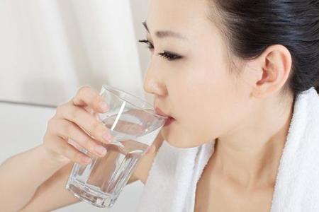 这4个时刻必须喝水,福能达空气制水机守护饮水健康!