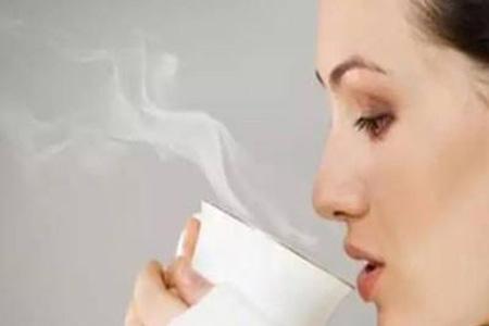妈妈为什么总是喊你喝热水?她的难言之忧你该明白